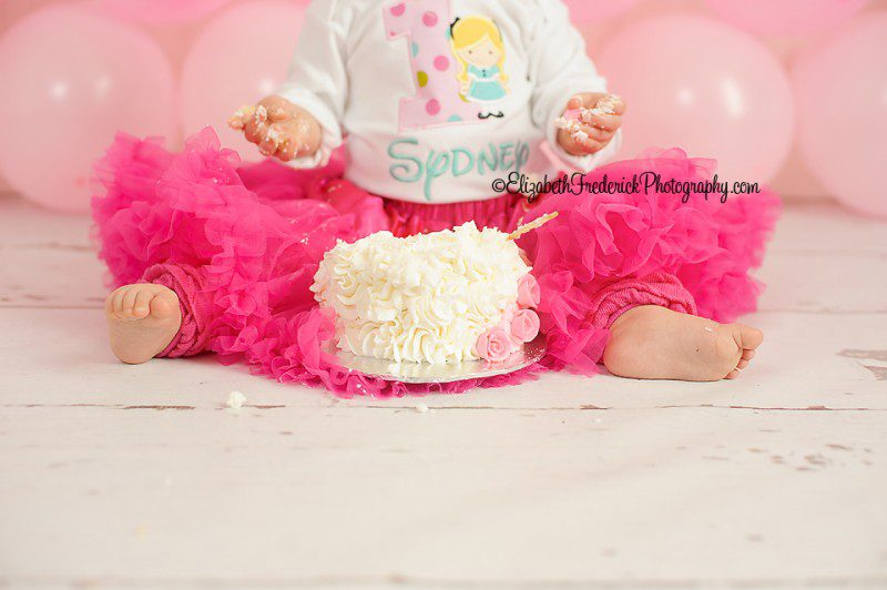 Balloon Birthday CT Smash Cake Photographer Elizabeth Frederick Photography Specializing in Newborn, Baby, First Birthday, & Wedding Photography. Cake curtosey of the Amazing You've Been Cupcaked! In wallingford, CT