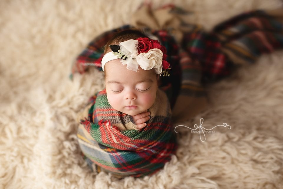 Christmas newborn photo idea | CT Newborn Photography | CT newborn photographer elizabeth Frederick Photography